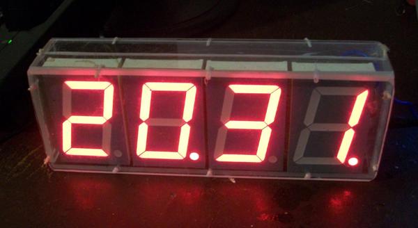 Часы-термометр с большими LED с радиодатчиком